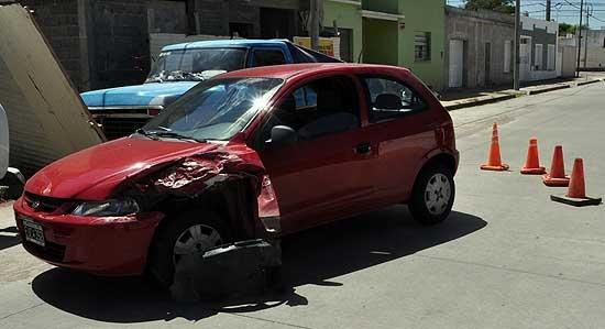 Una mujer se descompensó y chocó con una camioneta