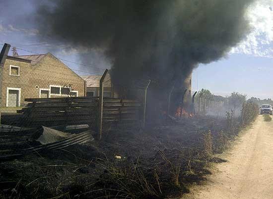 Incendio de pastizales en inmediaciones del Pikelado