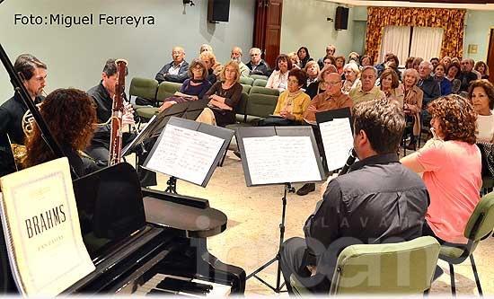 Vientos de Olavarría cerró la temporada 2014 junto al pianista Orlando Millaá
