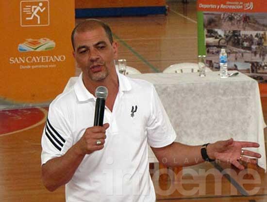 """El """"Oveja"""" Hernández brindará una clínica de básquet"""