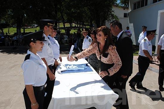 Inauguran obras y entregan diplomas a policías
