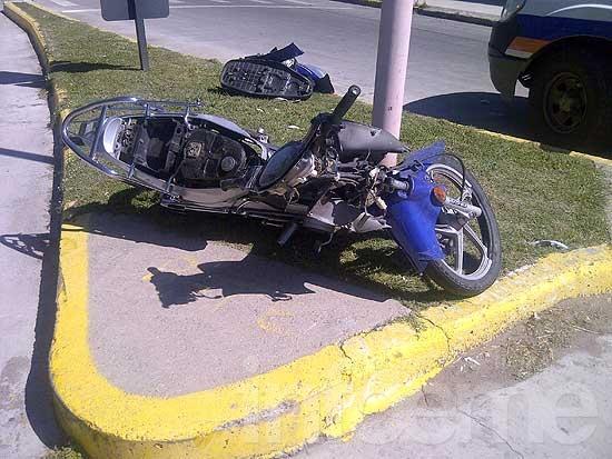 Soldado cayó de la moto y sufrío heridas leves