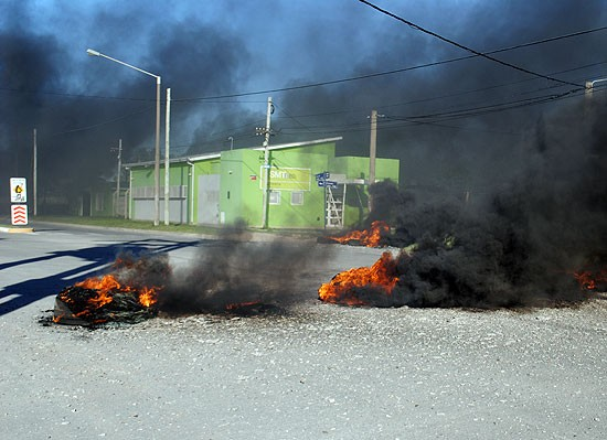 Vecinos de distintos barrios de la Ciudad reclamaron por asfalto