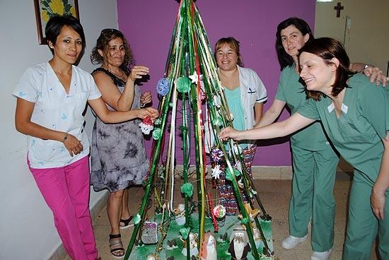 Un árbol de navidad que ilumina la esperanza
