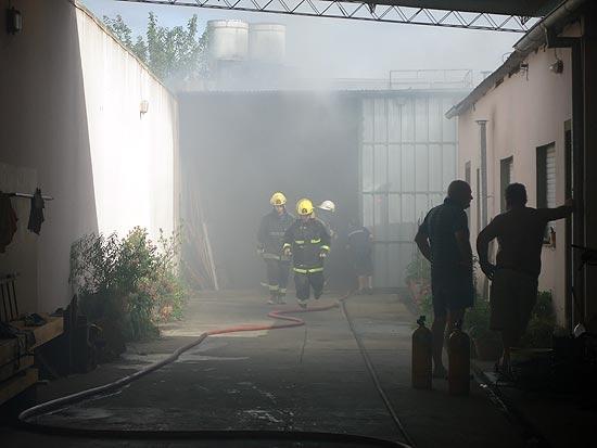 Importantes pérdidas en el incendio de un galpón