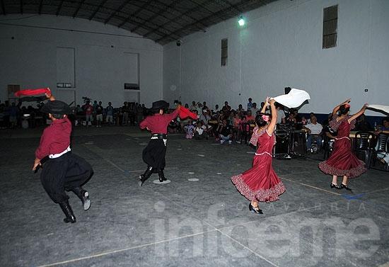 Las peñas dieron comienzo al Festival de Doma y Folclore