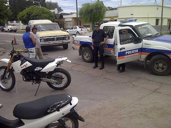 Chocaron una moto y una camioneta