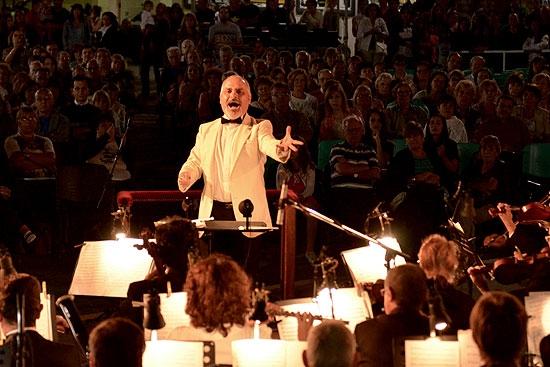 La Sinfónica cerró el año junto a Can Can en el Paseo Mendía