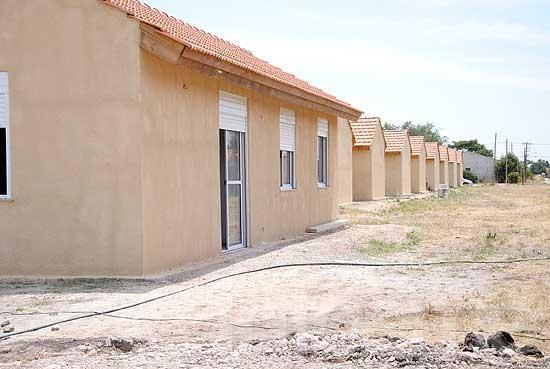 Firma de contrato para la construcción de más de 70 viviendas