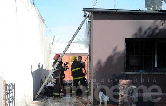 Importantes pérdidas en incendio de una vivienda