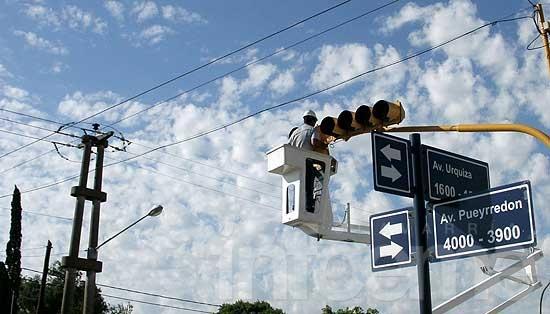 Se habilitó el giro a la izquierda en los semáforos de las avenidas Urquiza y Pueyrredón