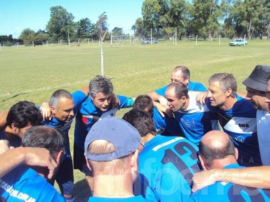 Mayores de 42: La Candela ganó y forzó el tercer partido