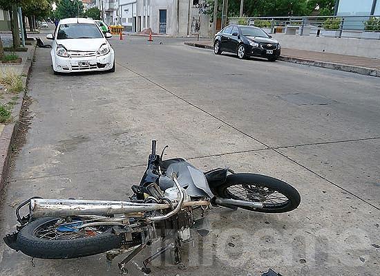 Motociclista con heridas en un violento choque