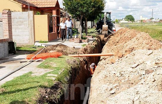 Comenzó la obra de red cloacal en el barrio Uocra