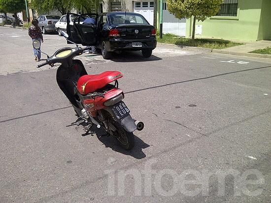 Motociclista con golpes tras accidente