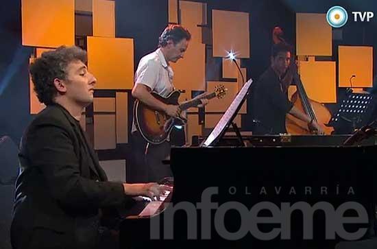 Festival de Folclore e Ignacio Guido en primer plano de la TV