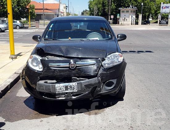 Fuerte choque entre dos automóviles