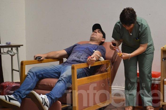 """""""Bosteros"""" y """"Gallinas"""" donaron sangre en la última colecta del 2015"""