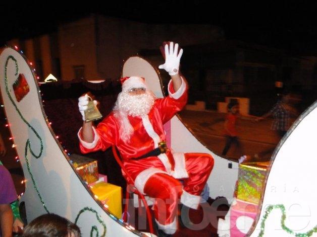 Papá Noel  entregó más de 700 regalos en una fiesta que crece cada año