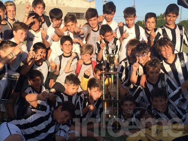 """El """"Bata"""" se trajo la """"Copa Ciudad de Tres Arroyos"""""""