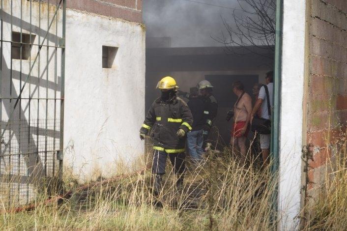 Voraz incendio en un polígono de tiro