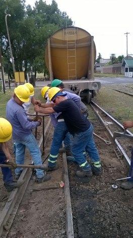Descarriló un tren y estuvo cortado el tránsito por horas