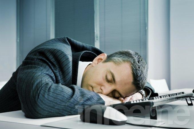 Afirman que dormir una siesta en el trabajo mejora la productividad