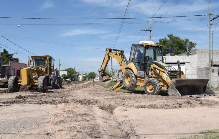 Continúan los trabajos de pavimentación en el barrio 12 de Octubre