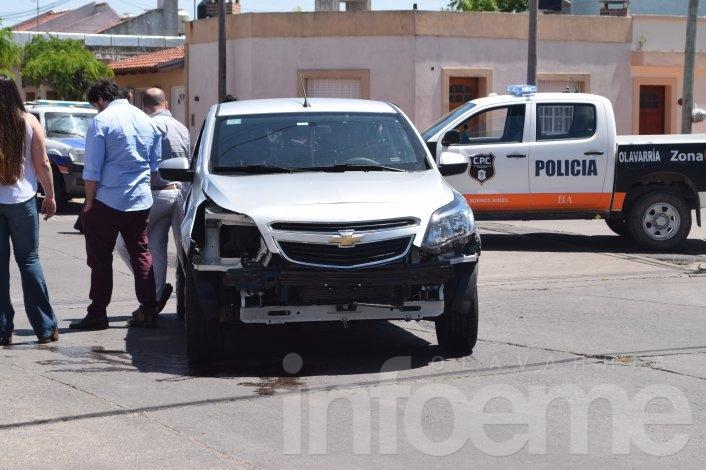 Violento choque en Mariano Moreno, un auto y una moto involucrados