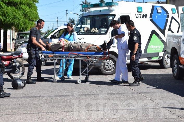 Un auto y una moto chocaron en Mariano Moreno