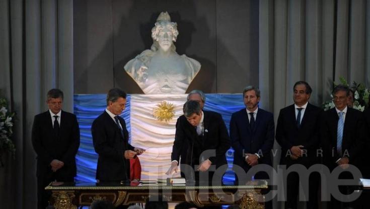 Mauricio Macri le tomó juramento a sus ministros