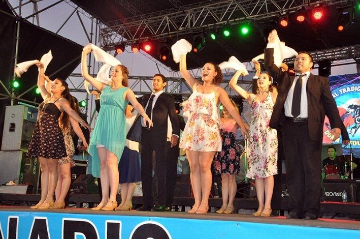 Baile y música popular en la tercera noche del Festival