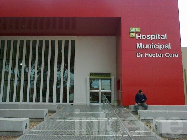 Un hombre ingresó al Hospital con heridas graves tras caer de su moto