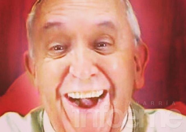 La primera selfie del papa Francisco en las redes sociales