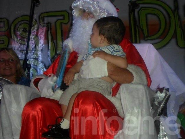 Papá Noel llega a Colonia Hinojo