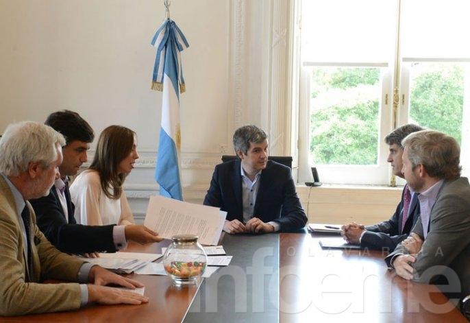 Macri le transfirió a Vidal $4100 millones para pagar aguinaldos
