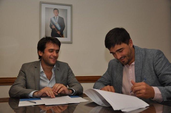 Caminos rurales: Galli firmó convenios por 4 millones para obras