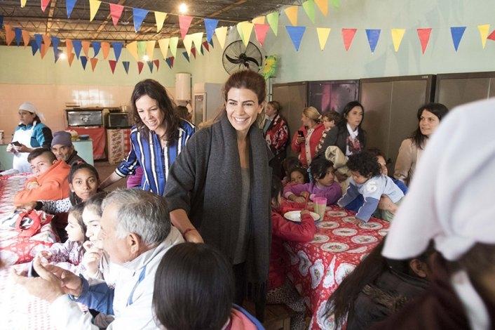 La Primera Dama Juliana Awada y la Ministra Stanley arribarán en minutos a Olavarría