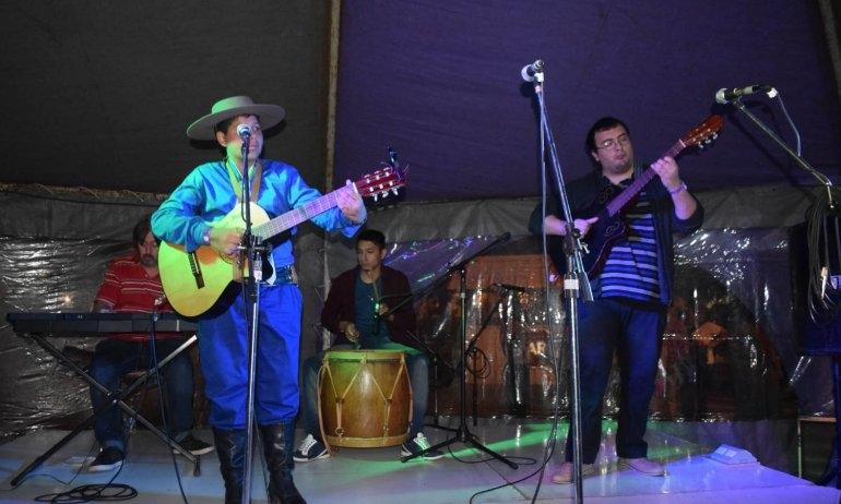 Las peñas dieron inicio al Festival de Doma y Folclore
