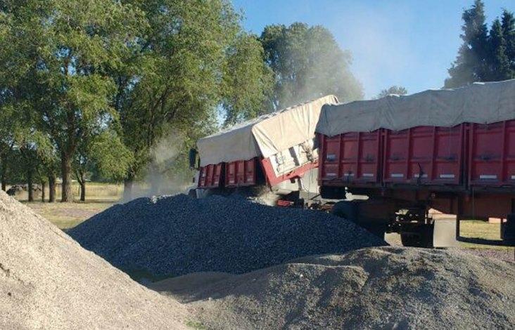 Dos camiones fueron detectados con sobrecarga en acceso a Sierras Bayas