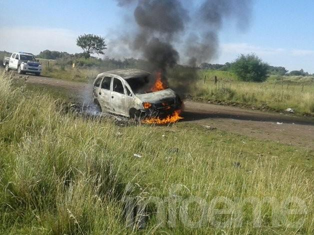 Así trabajó Bomberos en voraz incendio del auto