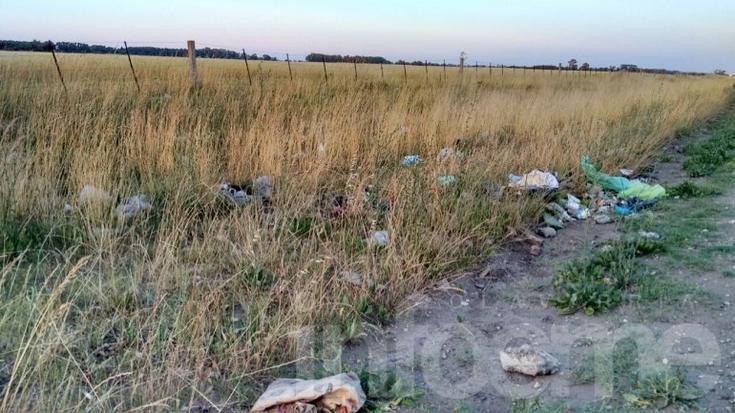 Reclamos por basura en el camino a Sierra Chica