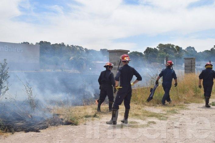 Los incendios no paran: Bomberos trabajó en Ruta 226 y Rivadavia