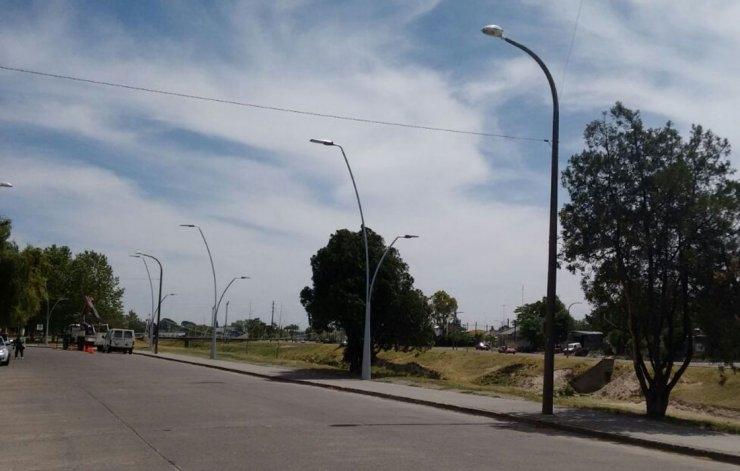 Inauguran luminaria en un sector del Parque Mitre