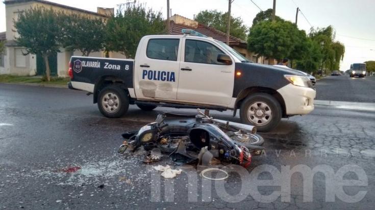 Motociclista gravemente herido al chocar con un micro