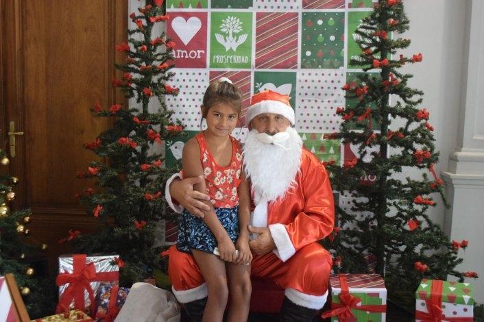 Papá Noel recibe a los chicos en el Palacio Municipal
