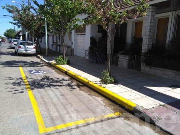 Demarcación de estacionamiento para personas con movilidad reducida