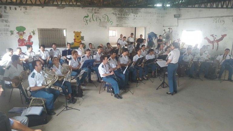 La Banda de Música del SPB llegó a la Unidad Nº2
