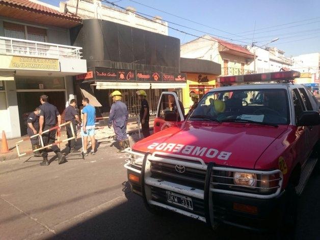Desmoronamiento en pleno centro alertó a policía y bomberos