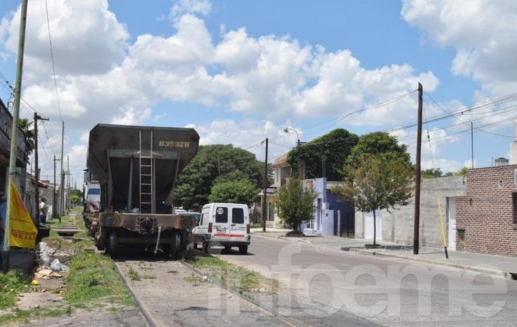 Tren de carga chocó con un automóvil: no hubo heridos